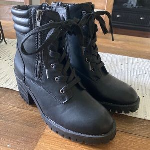 Madden Girl Hush 6.5 Combat style boots